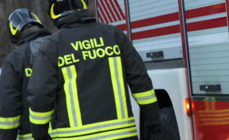 Geometra di Crescentino muore carbonizzato nella sua auto andata a sbattere contro una cabina dell'Enel