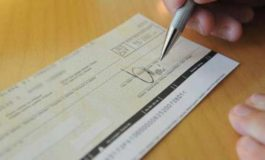 """Falsifica un assegno e cerca di """"dirottare"""" sul conto della sua società 400.000 euro: scoperto e denunciato"""