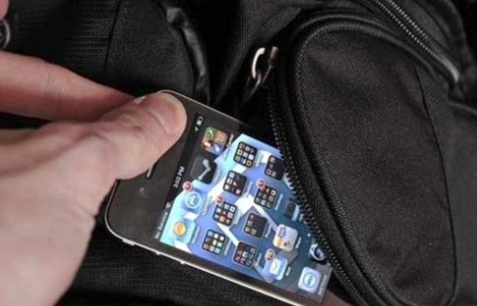 Deve scontare tre anni di reclusione per aver rubato un cellulare nel 2010