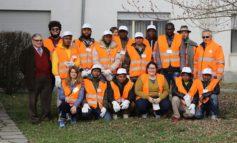 Richiedenti asilo in visita al centro raccolta rifiuti di Amag Ambiente