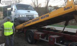 Trasportavano un trattore fuori uso rubato: denunciati