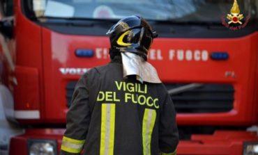 A fuoco la parte inferiore del vagone di un treno lungo la tratta Valenza - Alessandria