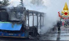 Per il pm il senegalese che ha dato fuoco a uno scuolabus ha agito da terrorista