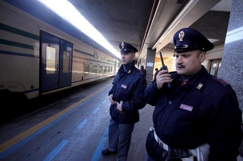 A bordo di un treno con marijuana e portafoglio di un altro: denunciato