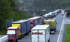 Quattro giovani dell'Afghanistan stipati in un camion per raggiungere la Spagna