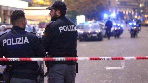Uomo di 56 anni uccide a martellate l'anziano padre e poi si getta dalla finestra ma non muore