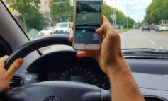 Uso del cellulare mentre si guida: in arrivo multe più salate
