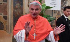 Mentre a casa sua la Chiesa sfratta senza scrupoli, il cardinale Konrad Krajewski aiuta gli abusivi a casa degli altri