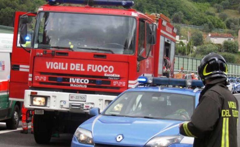 Auto tampona Tir in sosta sulla A7: un morto