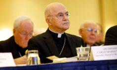 Viganò: preti gay e mafia faranno esplodere il Vaticano