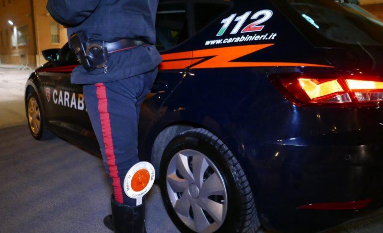 Esce di strada con la macchina e poi si rifiuta di sottoporsi all'alcoltest: denunciato, patente ritirata e auto sequestrata