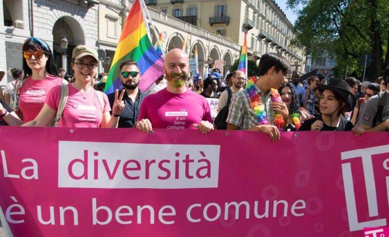 Gay Pride: semplice festa carnevalesca o preciso attacco alla famiglia? E poi: chi paga?
