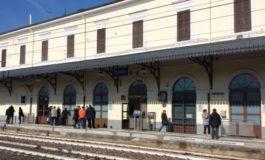 Mercoledì 5 giugno chiude definitivamente la biglietteria della stazione ferroviaria di Ovada: pendolari sul piede di guerra, raccolta firme e sit in di protesta