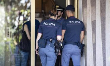 Messaggio per i reggitori dello Stato: siamo stremati! Coniugi si uccidono in casa a Roma perché non riescono a pagare l'affitto