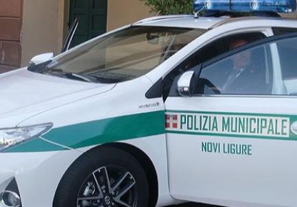 """Denunciato per atti osceni """"l'esibizionista"""" sessantenne delle scuole materne di Novi"""
