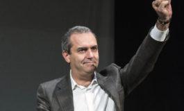"""De Magistris l'anti-italiano di Magistratura Democratica: """"Stiamo costruendo flotta per aiutare i migranti"""" e saluta col pugno chiuso"""