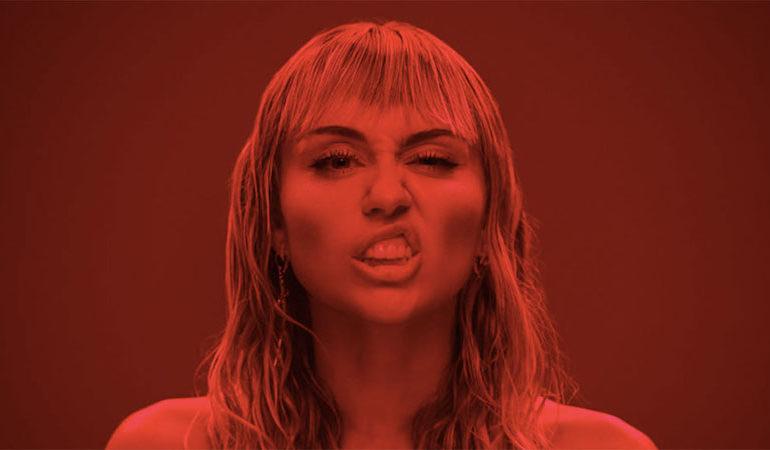 Miley Cyrus sempre più in basso tra femminismo, abortismo e blasfemia