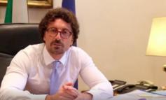 """Molinari boccia Toninelli: """"Quello del ministro non è il suo mestiere"""", e il governo scricchiola"""