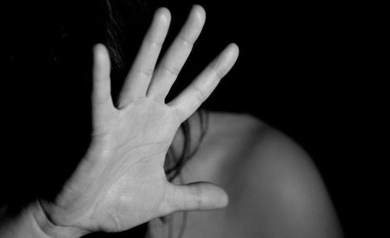 Minaccia di morte l'ex moglie armato di ascia