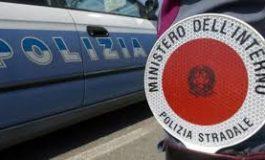 Vercelli, al volante ubriaco provoca incidente e poi scappa: denunciato dalla Stradale