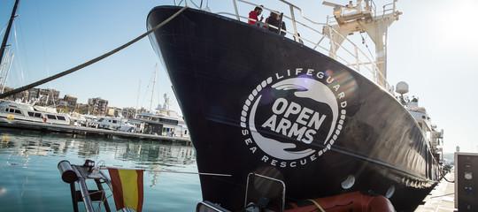 """La Open Arms verso Lampedusa: """"Obiettivo sbarcare tutti"""""""