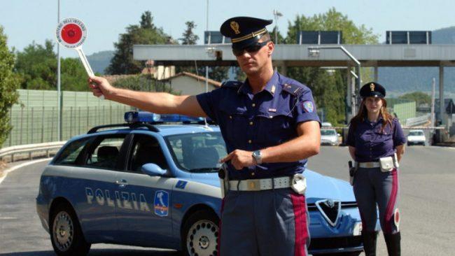Furgone francese carico di attrezzature per l'amplificazione sonora sequestrato dalla Polizia