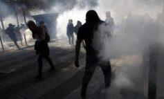 Parigi blindata, gilet gialli in azione, barricate a place d'Italie