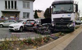 In Germania immigrato travolge otto auto con un tir rubato