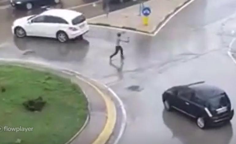 Nigeriano semina panico in strada con un machete