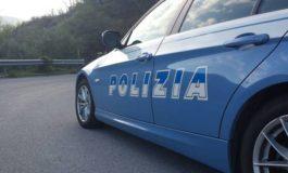 Espulso per almeno cinque anni dall'Italia, la Polizia lo trova ad Asti a parlare con amici: nuovamente rimpatriato