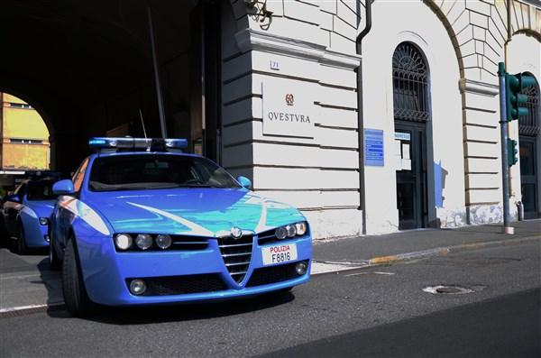 La Polizia sventa furto in una villetta a Castelceriolo grazie alla segnalazione dei cittadini e arresta due giovani ladri