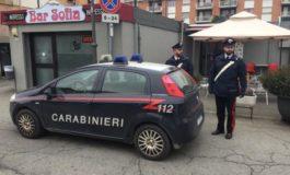 Santhià, sigaretta negata e scoppia una rissa in strada davanti ad un bar: denunciati in tre