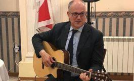 """A Gualtie', sona a chitara e canta """"Bella Ciao"""" ar posto de fa' er ministro, che è meglio pe' tutti, dacce retta"""