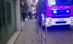 Salvata una cagnolina a Casale mentre a Tortona è morto un clochard dal freddo, a Novara un muratore precipitato da un ponteggio e a Terruggia una donna suicida