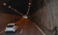 Ondulina si stacca da una galleria della A26 vicino a Ovada e colpisce tir in transito: illeso l'autista