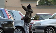 Parcheggiatore abusivo marocchino allontanato da Piazzale Berlinguer per un anno con Daspo Urbano