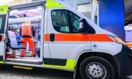 Cade da dieci metri mentre sta riparando un tetto: grave un operaio albanese