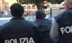 Frattura un polso alla moglie incinta e aggredisce i poliziotti: nigeriano clandestino in manette
