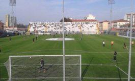 """In vista del match con la Carrarese il manto erboso del """"Moccagatta""""si rifà il look"""