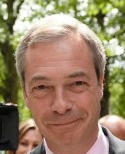 FARAGE, ASSIST AL BACIO PER GRILLO