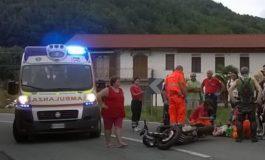 MOTOCICLISTA FINISCE CONTRO AUTO CHE SVOLTA