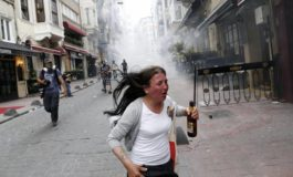 LACRIMOGENI SU GAY PRIDE A ISTANBUL
