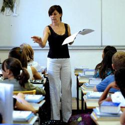 Caos scolastico: signora professoressa… intanto si copra