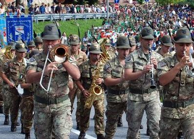 """La fanfara degli alpini alla """"Festa delle Castagne e degli Splinsciòugni"""" di Castelletto d'Orba"""