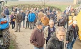"""La popolazione di Sezzadio """"caccia"""" i tecnici di Riccoboni"""