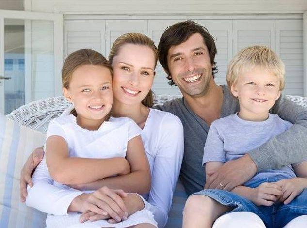 La famiglia naturale, cioè quella composta da un papà, una mamma e dei figli, è patrimonio di tutti e va difesa
