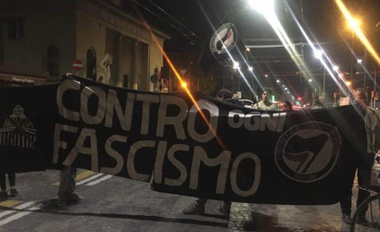 """I """"centri sociali"""" che campano di antifascismo difendono il fascismo islamico"""
