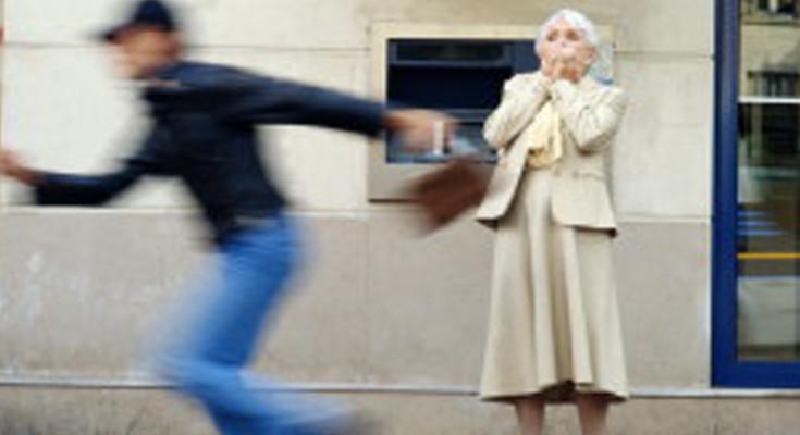 Ancora microcriminalità in provincia: due studenti minorenni scippano un'anziana di 83 anni