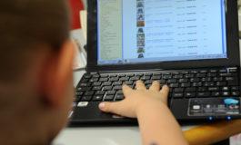 Cosa cercano i bimbi online: il 17% preferisce i video