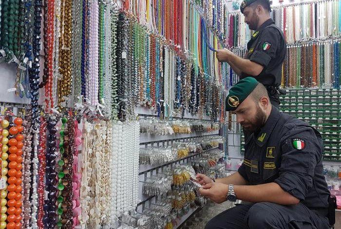 Sequestrata una montagna di gioielli falsi a Torino